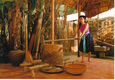 06_Daily_Life_Paddy_treshing_in_Bamboo_mill