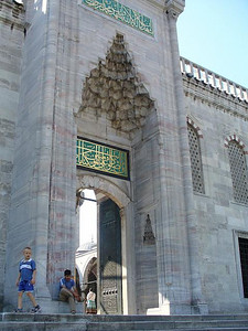 026_Istanbul_The_Blue_Mosque_Exit_toward_Hipodromus