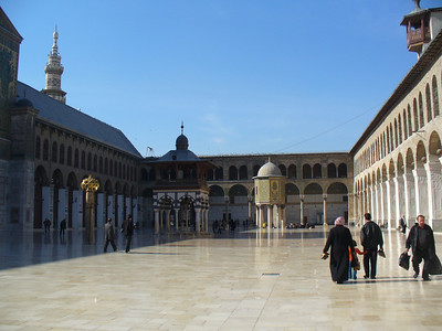 042_Damascus_Omayyad_Mosque_The_cool_marble_courtyard