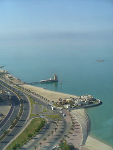 004_Kuwait_City_The_sea_front_Corniche_10km_long