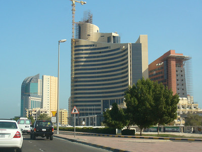 009_Kuwait_City_The_expanding_and_rising_urban_skyline
