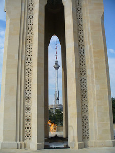 027_Baku_The_Memorial_and_the_Telecommunications_Tower