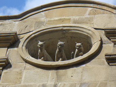039_Baku_Old_Town_3_Cats-The_Rock_carving