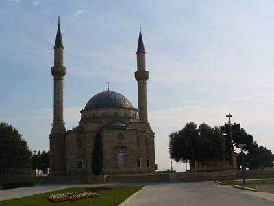 023_Baku_Sahidlar_Xiyabani_A_Turkish_style_Sunny_Mosque