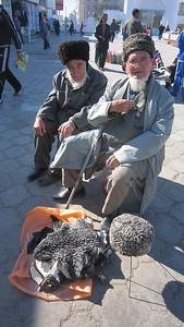 008_Tashauz (Dashogus) Bai Bazaar  Furs and Hats
