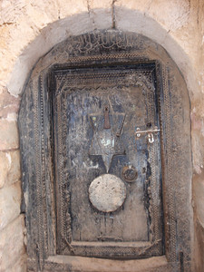 288_Al-Mahwit  An Old Carved Wooden Door