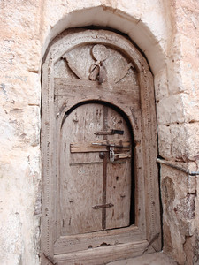 282_Al-Mahwit  An Old Carved Wooden Door