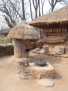 221_Korean Folk Village  Commoner's House in the Southern Part  Many rooms to be used as workshops or storage for making products of straw, willow and bamboo jpg
