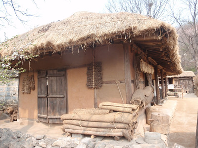 225_Korean Folk Village  Commoner's House in the Southern Part  Many rooms to be used as workshops or storage for making products of straw, willow and bamboo jpg
