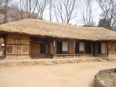253_Korean Folk Village  Farmer's House in the Southern Part  Shows a straight-lined inner wing  The space of floor is reduced jpg