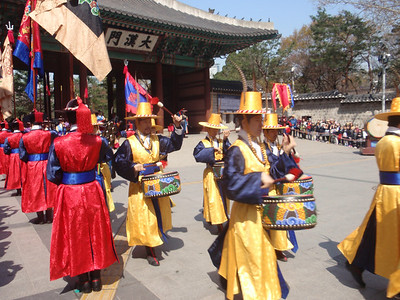 015_Seoul City  Deoksugung Palace  Changing Ceremony of the Royal GuardsThe gatekeeping guards jpg