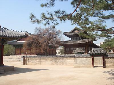 033_Seoul City  Deoksugung Palace jpg