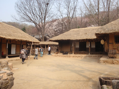 222_Korean Folk Village  Commoner's House in the Southern Part  Many rooms to be used as workshops or storage for making products of straw, willow and bamboo jpg