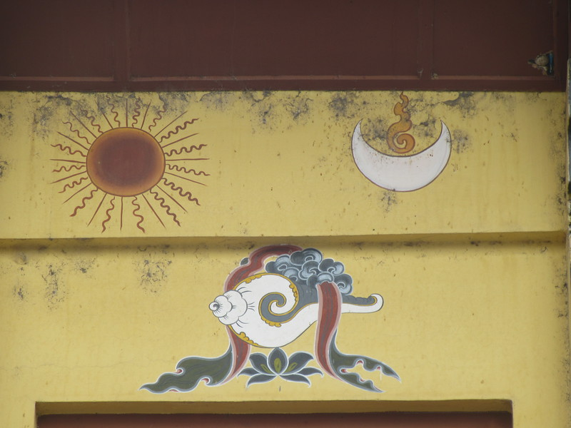 099_Sun and Moon, as opposite and one unity  The Conch, sign of Spread of Dharma and awakening of sentient beings from their state of ignorance