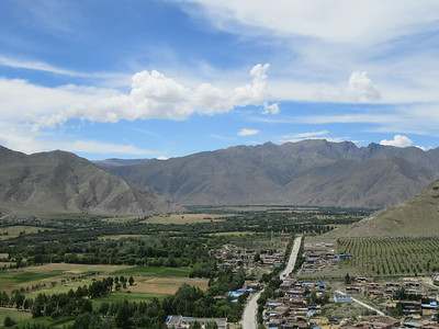 065_The patchwork fields of the Yarlung Valley  View from Yumbulakang Fort