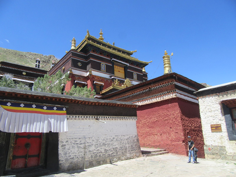 392_Tashilhumpo Gompa  The style of the monastery is ceremonial, with some of the smaller shrines sheltering impressive collections of Tankas