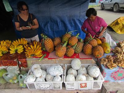 010_Nabalu Village  Town Market  Bananas, pineapples, ginger, pumpkin (white)