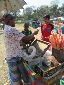 380_Village Fair  Ice Cream Vendor  5 Taka = 0,07 US$