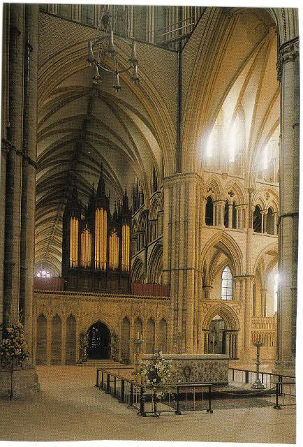 043_Lincoln_Minster_The_Nave_Altar
