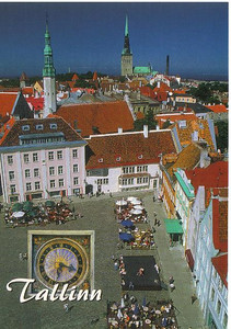 08_Tallinn_Town_Hall_Square_Clock_Holy_Ghost_Church