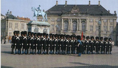 04_Copenhague_Chateau_Amelienborg_and_The_Royal_Guard