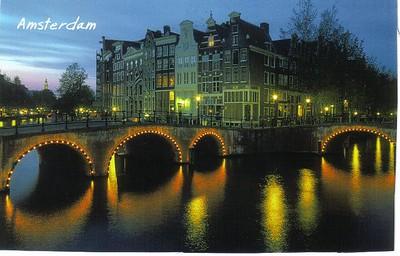 19_Amsterdam_Bridge_at_Night