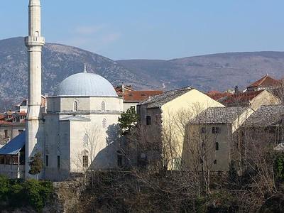 04_Mostar_Le_Vieux_Quartier_Ottoman_et Mosquee