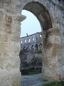 023_Pula_Amphitheater_2_rows_of_72_arches