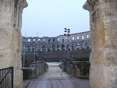 022_Pula_Amphitheater_30m_high_outer_wall