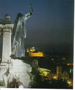 002_Budapest_Night_view_from_the_statue_of_Saint_Gellert
