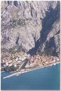 07_Kotor_Encadree_par_les_Alpes_dinariques
