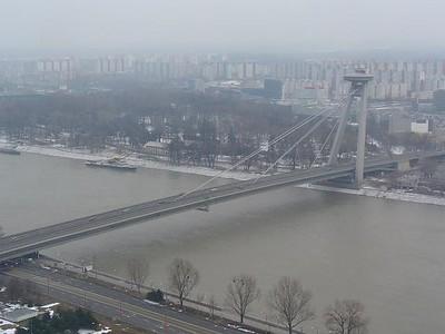 29_Brat_Panorama_sur_la_Cite_le_Danube_et_Pont_Futuriste_SNP