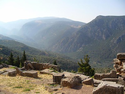 010_Delphi_The_Sacred_Way_and_the_Valley