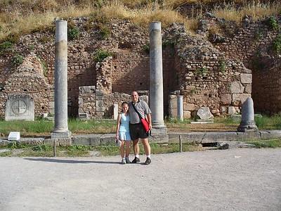 008_Delphi_Agora_Place_du_marche_Papou_and_Sandou