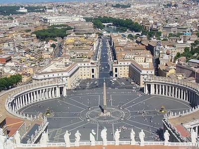 005_Piazza_San_Pietro_240_m_de_large_par_340_m_de_long