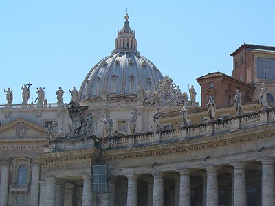 008_PSP_Elliptical_colonnade_with_140_saints_on_Top