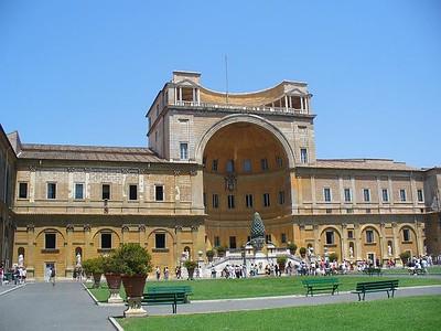 034_Vatican_Museum_La_Cour_de_la_Pigna