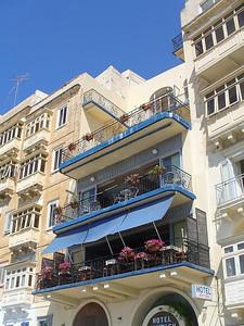005_Sandou_and_Papou_Notre_Hotel_Vue_sur_Le_Grand_Port