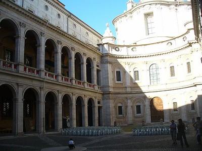 0011_Roma_Cour_Interieure_d_une_Eglise