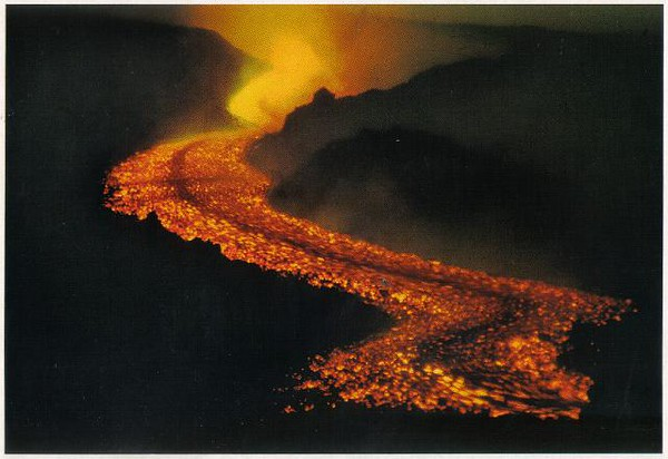 0192_Etna_The_Volcano_Lavaflow_One_eruption_each_3_years