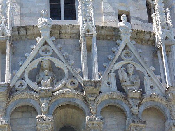 0810_Tuscany_Pisa_Baptistery_The_pinacles_are_Gothic