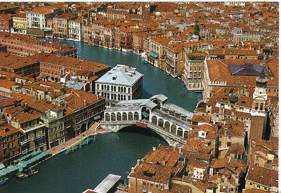 0593_Aerial_View_of_the_Grand_Canal_and_the_Rialto_Bridge