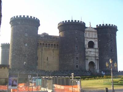 0310_Napoli_Castel_Nuevo_et_entree_en_forme_arc_triomphal_1467