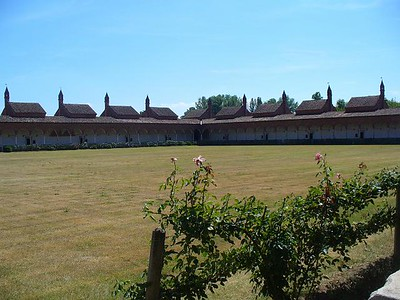 0762_Certosa_di_Pavia_The_Cloister_and_the_Monk_cell