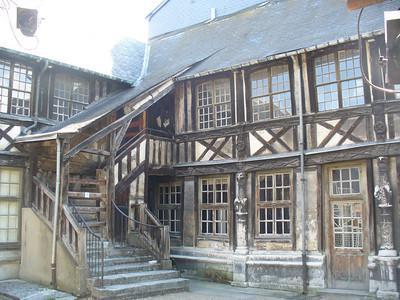 020_Rouen_L_Aitre_Saint_Maclou_Batiments_a_pans_de_bois