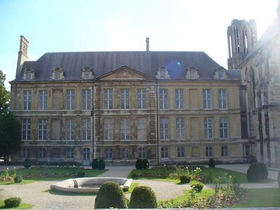 39_Reims_Le_Palais_de_Tau_1690_Vue_arriere