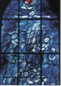 33_CND_Vitraux_Chagall_1974_Fenetre_de_gauche_Peuple_en_priere