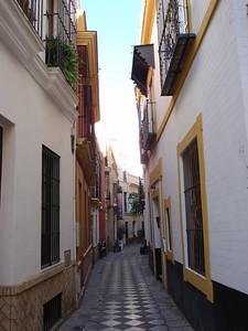 286_Sevilla  Barrio de Santa Cruz  Narrow street