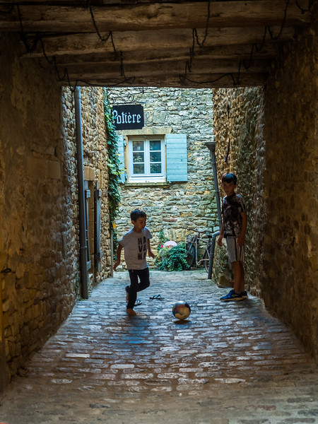 Alleyway Game, Oingt, France