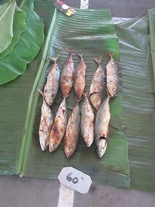 134_Madang  Town Market  Fried, smoked fishish  60 Tuyas ($0 25CND)
